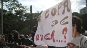 Protesto contra gastos com a Copa do Mundo de 2014 reúne cerca de 2.500 pessoas na Avenida Paulista, em frente ao vão livre do Masp Foto: Marcelo Camargo/Agência Brasil